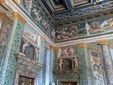 Un particolare degli stupendi affreschi delle sale di Villa Farnesina a Roma
